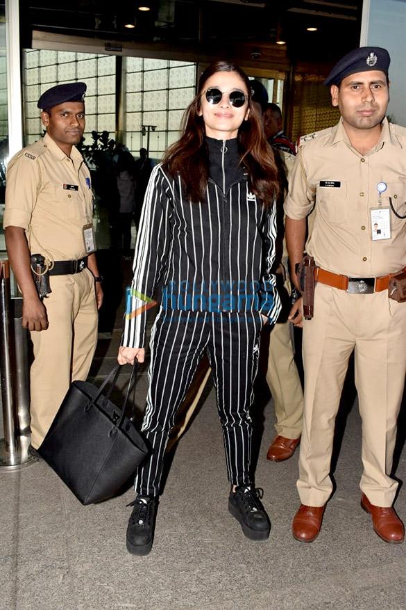 आलिया भट्ट, रणवीर सिंह, अनुष्का शर्मा और अन्य एयरपोर्ट पर नजर आए